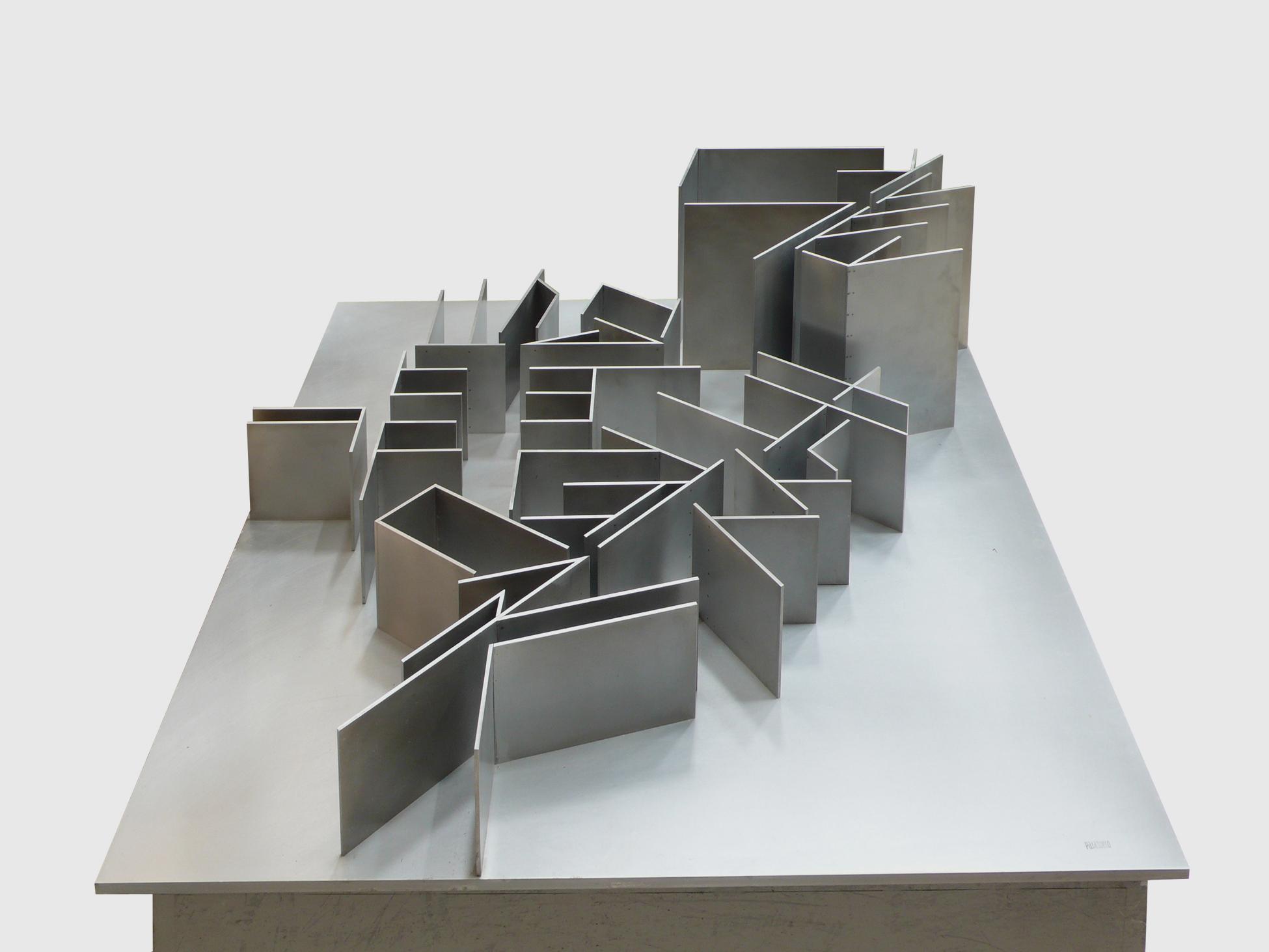 "Escultura ""Paisaje II"" de Pablo Palazuelo. Aluminio. 1996"