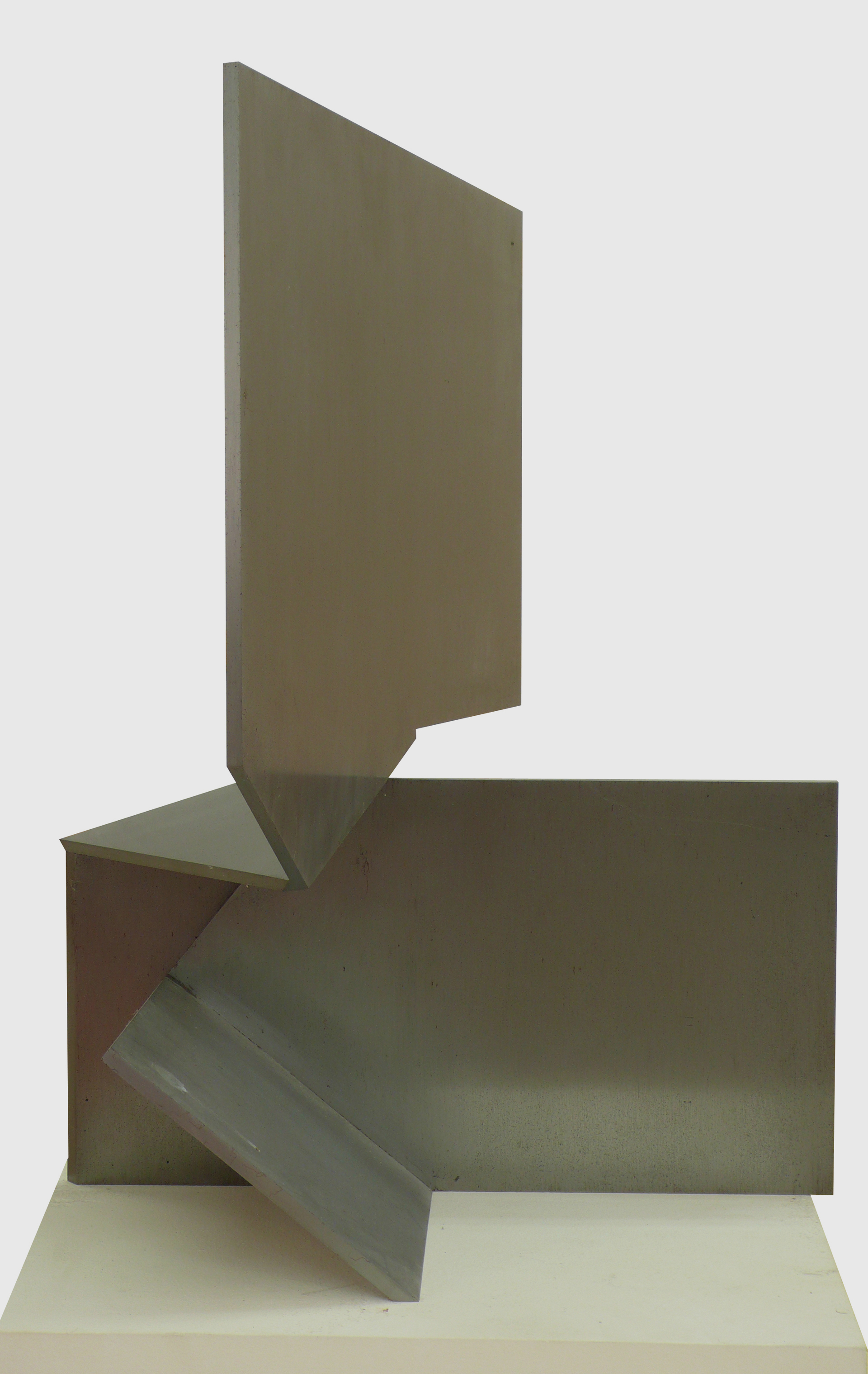 """Escultura """"Lauda VIII"""" de Pablo Palazuelo. Acero. 1987"""