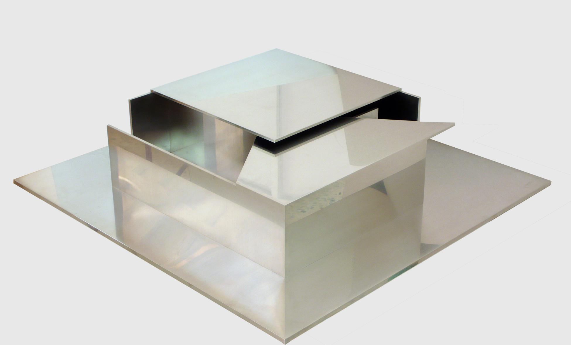 """Escultura """"Tecton II"""" de Pablo Palazuelo. Acero inoxidable. 2005"""