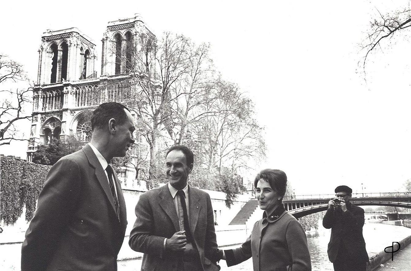 París, 1962. Pablo Palazuelo junto a Eduardo Chillida y su mujer Pilar.