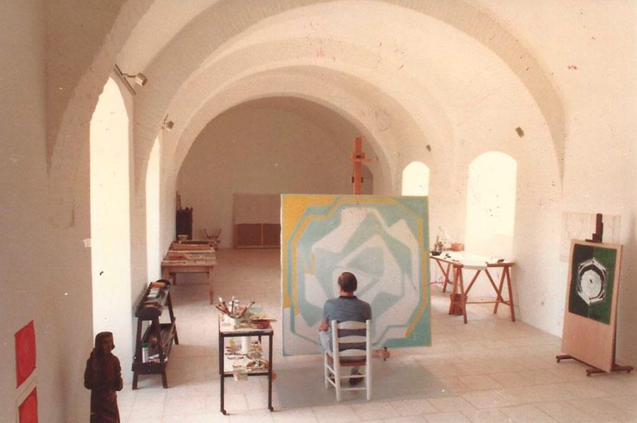 Pablo Palazuelo en el castillo de Monroy. 1983